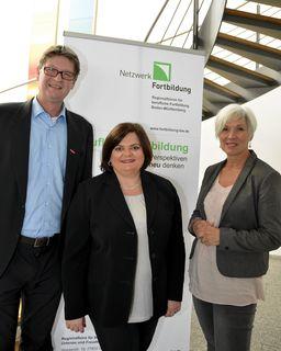 Repräsentieren das Netzwerk Fortbildung und das Regionabüro: Dr. Dirk F. Gebert, Bianca Böhnlein (Mitte) sowie Barbara Hölscher-Busam (stellvertretende Vorsitzende)
