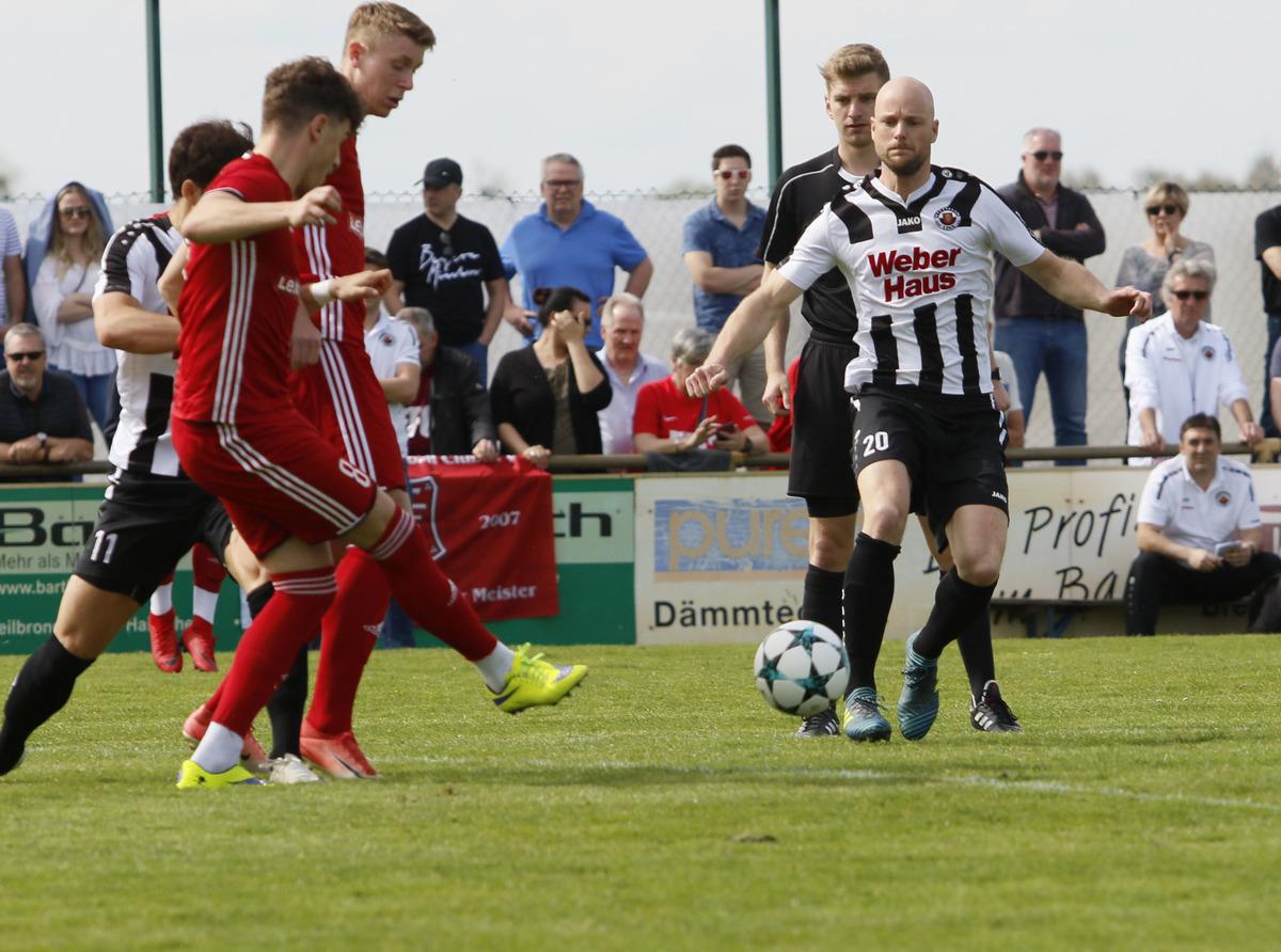 Im Top-Spiel der Verbandsliga zwischen dem SV Linx (weißes Trikot) und dem Freiburger FC gab es keinen Sieger.