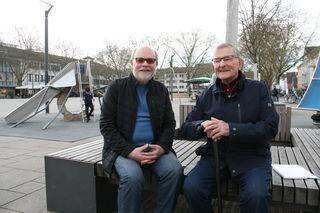 Hans-Jürgen Walter (links) hat ein Buch über Alban Meier und die Pfarrgemeinde St. Maria geschrieben.
