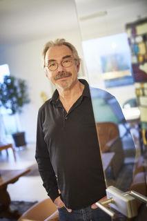 """""""Künstler machen das, was wir kennen, auf andere Weise sichtbar"""": Prof. Dr. Volker Schuchardt, früherer Chefarzt in Lahr."""