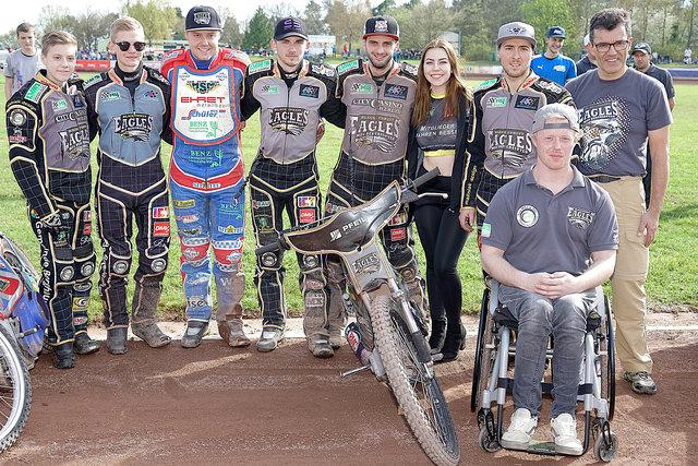 """Das Speedwayteam des MSC Berghaupten, die """"Black Forest Eagles"""", belegten beim Auftaktrennen in Diedenbergen den zweiten Platz."""
