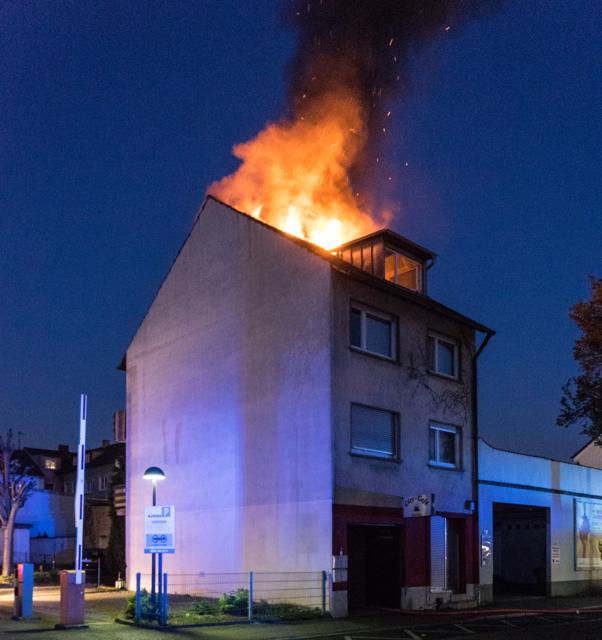 Am Sonntagmorgen, 22. April, wurde die Feuerwehr Kehl zu einem Brand in der Schulstraße gerufen.