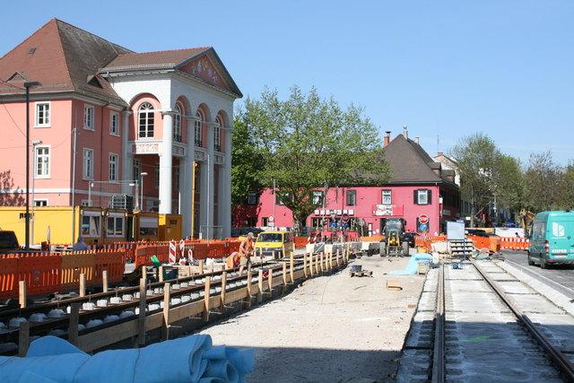 Die Schienen für die Haltestelle Rathaus in Kehl sind bereits verlegt.