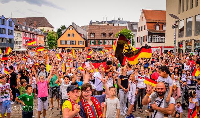 Fans treffen sich wieder an zentralen Orten für ein gemeinsames Fußballerlebnis im Juni und Juli.