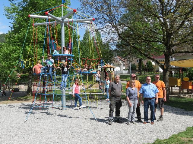 """Der beliebte Spieplatz """"Ortskern"""" in Seelbach wurde mit neuen Spielgeräten ausgestattet."""