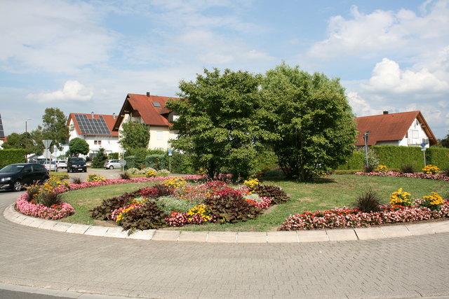 Die Kreisel an den Willstätter Ortseinfahrten – hier in Eckartsweier –werden immer neu gestaltet.