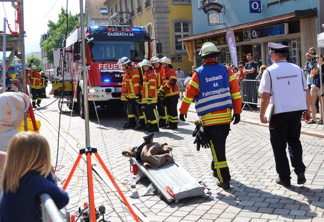 Die Feuerwehr Sasbach bei den Leistungsprüfungen am Samstag in Oberkirch: Hier beim Löschangriff