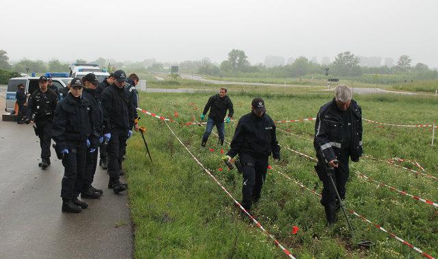 Rund 30 Kriminaltechniker und Kräfte des Polizeipräsidiums Einsatz suchten den Tatort zwischen Offenburg und Ortenberg gründlich nach möglichen weiteren Spuren ab.