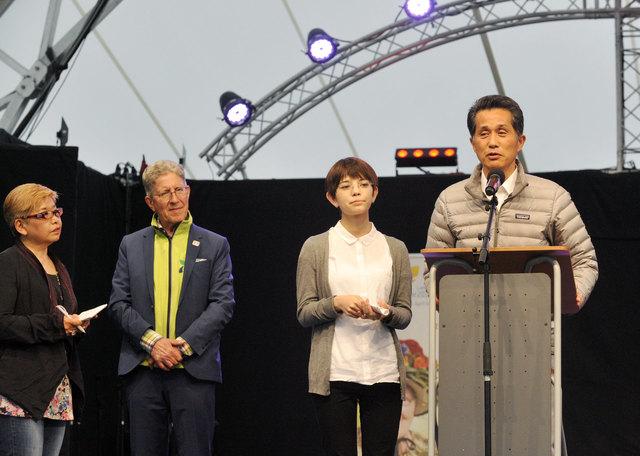 Lahrs Oberbürgermeister Wolfgang G. Müller und Amtskollege Shinju Yamaguchi aus Kasama, stellten den Gästen den Freundschaftsvertrag vor.
