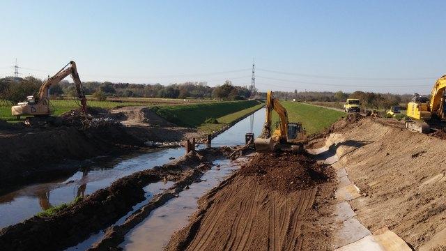 Die Bauarbeiten für die Verbesserung des Hochwasserschutzes gehen weiter.