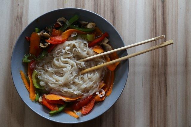 Die asiatische Küche bietet viele Rezepte für alle, die sich lecker und vegan ernähren wollen.