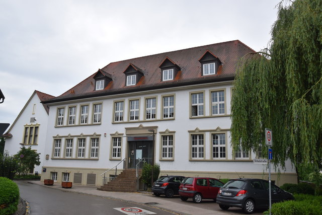 Die alte Schule in Willstätt ist Teil des PSO Campus. Der Vordereingang soll im Zuge der Umbauarbeiten zurückgebaut werden.