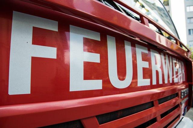 Ganz und zu Extrem Brand in Unterstand: PKW und Traktoren stark beschädigt - Ottenhöfen #OK_92
